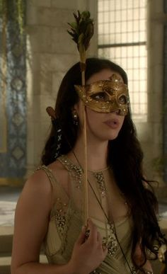 Queen Mary Stuart (Adelaide Kane) in Reign Mary Stuart, Adelaide Kane, Serie Reign, Reign Mary, Reign Dresses, Reign Fashion, Jolie Lingerie, Princess Aesthetic, Masquerade Party