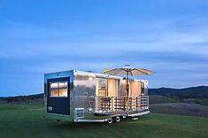 Este trailer de 20 m² comporta seis pessoas confortavelmente (e é lindo!)