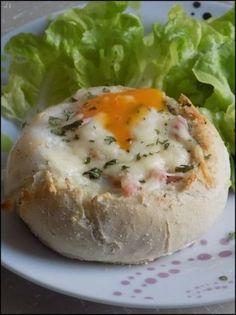 Petits pains fourrés à l'oeuf, jambon et fromage