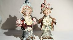 Die Majolika-Büsten stellen ein Rokoko-Paar in der französischen Mode der Zeit gekleidet dar. Es sind Dekorationsobjekte für eine Kommode oder ein Regal. Wert: um 400 Euro.