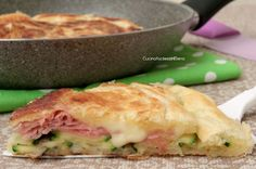 pie in the pan with ham and smoked cheese zucchini Frittata, Ricotta, My Favorite Food, Favorite Recipes, Salad Cake, Smoked Cheese, Pasta, Antipasto, Finger Foods