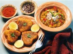 Aloo Tikki served at a chaat (Indian street / food cart)