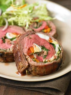 Argentine Stuffed Flank Steak (Matambre) (alternative filling: roasted red peppers, spinach, egg, bacon and provolone, with chimichurri) Beef Recipes, Cooking Recipes, Cooking Kale, Grill Recipes, Recipies, Argentine Recipes, Argentina Food, Good Food, Yummy Food