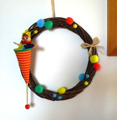 Kids wreath with puppet and pompons , nice kids room decor, available as kids gift idea, made in Italy #craftshout