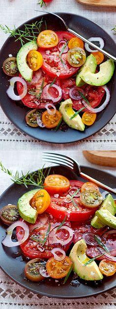 Einfaches Sommer Salatrezept mit frischen Tomaten und Avocado *** Simple Summer Salad Recipe with Fresh Tomatoes and Avocado
