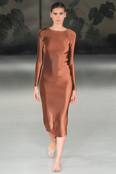 Explore the looks, models, and beauty from the Barbara Casasola Spring/Summer 2015 Ready-To-Wear show in London on 13 September with show report by Jessica Bumpus High Fashion, Fashion Show, Womens Fashion, Fashion Design, London Fashion, Fashion 2015, Bronze, Barbara Casasola, Vogue