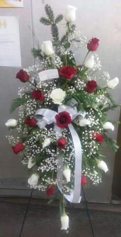 Red and white roses - mi sitio Grave Flowers, Cemetery Flowers, Church Flowers, Funeral Flowers, Funeral Floral Arrangements, Large Flower Arrangements, Cemetary Decorations, Red And White Roses, Red Roses
