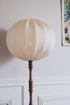 Produkten Taklampa droppe eco 50 cm säljs av Lampverket unika lampor & lampskärmar i vår Tictail-butik. Tictail låter dig skapa en snygg nätbutik helt gratis - tictail.com