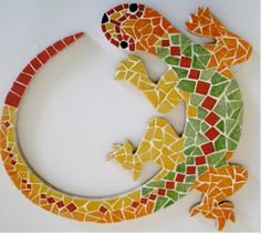 Discover recipes, home ideas, style inspiration and other ideas to try. Mosaic Garden Art, Mosaic Tile Art, Wood Mosaic, Mosaic Glass, Mosaic Art Projects, Mosaic Crafts, Stained Glass Patterns, Mosaic Patterns, Easy Mosaic