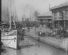 Ships and cargo along Muelle dela Industria, along Pasig River, Manila, is a common sight back then. Cargos and goods here are transported at major market towns of Binondo, Quiapo, Arranque, Divisoria and other towns and barangays within and near Manila.  - simoun (image: google archives)