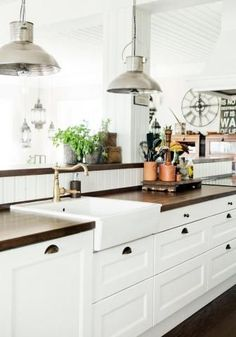 Thinking about installing butcher block countertops? Here's a guide of what you need to know, including the pros and cons and installation tips. http://www.diaryofadiyer.com/content/butcher-block-countertops
