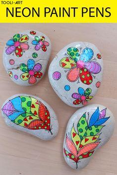 Stone Art Painting, Neon Painting, Pebble Painting, Pebble Art, Rock Painting Patterns, Rock Painting Ideas Easy, Rock Painting Designs, Neon Flowers, Rock Flowers