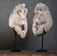Mineralen Christian Liaigre, Masculine Interior, Tribal African, Hawaii Homes, Balinese, High Class, Decorating Your Home, Mid-century Modern, Lion Sculpture