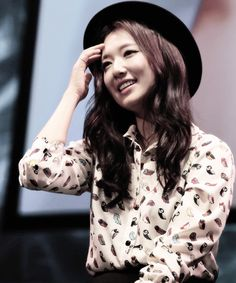 Park Shin Hye ♥ love her shirt and hat