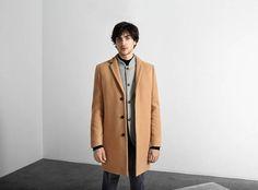 Selected Homme propone prendas prácticas y versátiles para recibir el frío - Ediciones Sibila (Prensapiel, PuntoModa y Textil y Moda)