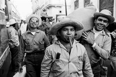 Office workers off to cut sugar cane, Havana 1965