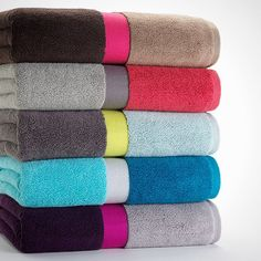 9 Colorblock Bath Towels Such an awesome idea! There are three colors to choose from for the bath accessories. Bathroom Towel Decor, White Bathroom, Bathroom Ideas, Home Gadgets, Hacks, Bath Accessories, Towel Set, Home Textile, Bath Towels