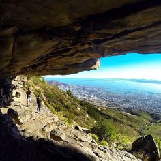 View from a Table Mountain cave Most Beautiful Cities, Beautiful Places To Visit, Oh The Places You'll Go, Cape Town South Africa, Table Mountain, Great Paintings, Woodstock, Scenery, Cave