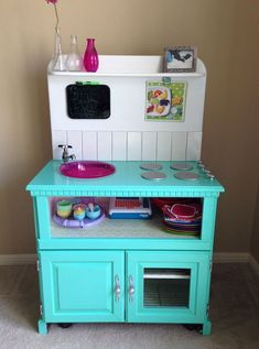 DIY play kitchen Bellanca Meredith Robb out of old nightstands - Kids&Baby Toys Diy Kids Kitchen, Toy Kitchen, Kitchen Sets, Tv Stand To Play Kitchen, Kidkraft Kitchen, Pretend Kitchen, Diy For Kids, Crafts For Kids, Diy Crafts