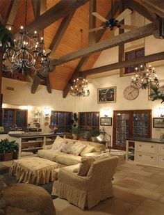 Classic & traditional living room design with cathedral ceiling light | Decorioo