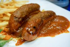 Celebrate Oktoberfest in style at home with this scrumptious authentic German Currywurst recipe - a popular fast food recipe in Berlin Big Meals, Easy Meals, German Sausage, Oktoberfest Food, Madras Curry, How To Cook Sausage, Sausage Making, Sausage Rolls, Sausage Breakfast