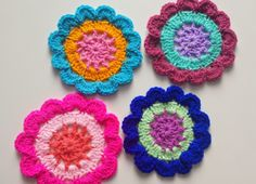 Free crochet pattern - Japanese Flower Coasters
