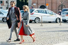 Tommy Ton Shoots the Best Street Style at the Couture and Menswear Shows Milan Fashion Weeks, New York Fashion, London Fashion, Cool Street Fashion, Street Chic, Fashion Couple, Fashion Show, Woman Fashion, Style Fashion