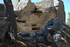 Necrópolis de Cuyacabras-Tumbas incrustadas en la roca verticalmente  #Pinares #Burgos #Soria #Spain