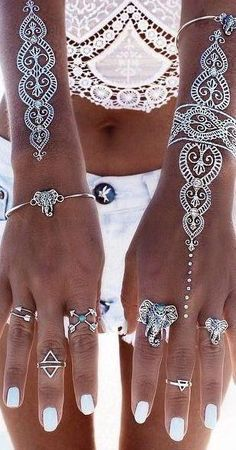 Channel your inner Boho chic with this boho style ring set. The perfect way to express your style. These rings come in a 8-piece set, with different sizes desig