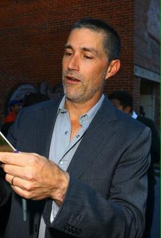 Matthew Fox signing autographs for fans outside of the Jimmy Kimmel show Bone Tomahawk, Foxs News, Sean Young, Richard Jenkins, Matthew Fox, Patrick Wilson, Kurt Russell, New Movies, Mirrored Sunglasses