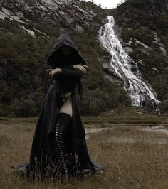 How dark can goth girls go; I will try to find out, Daily Dose of Goth Girls Dark Fantasy Art, Dark Art, Dark Beauty, Gothic Beauty, Chica Dark, Modest Summer Fashion, Dark Witch, Evil Witch, Arte Obscura