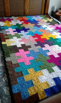 Crochet Quilt Pattern, Crochet Bedspread, Granny Square Crochet Pattern, Crochet Squares, Crochet Blanket Patterns, Crochet Motif, Crochet Stitches, Quilt Patterns, Knitting Patterns