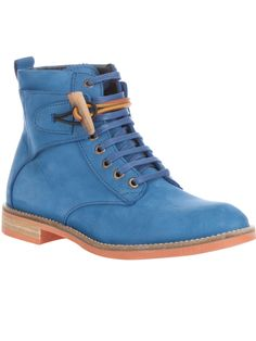 Blue leather hiking boots. *swoon*