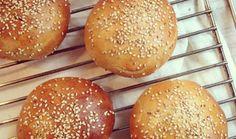 Buns à hamburger parfaits. La recette Buns à hamburger parfaits par Bowl & spoon.