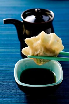 A collection of classic Chinese Dipping Sauce Recipes. These sauces are easy to make and can be used with all kinds of dishes Potsticker Dipping Sauce, Dumpling Dipping Sauce, Dipping Sauces, Dumpling Recipe, Wing Recipes, Sauce Recipes, Cooking Recipes, Asian Recipes, Japanese Recipes