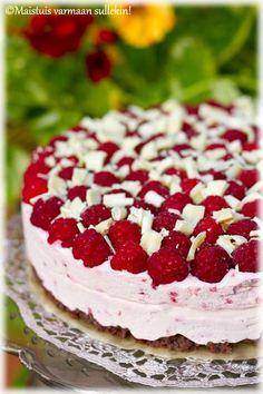 Vadelma-valkosuklaakakku Raw Cake, Vegan Cake, Vegan Desserts, Yummy Treats, Sweet Treats, Yummy Food, Just Eat It, Sweet Pastries, Piece Of Cakes