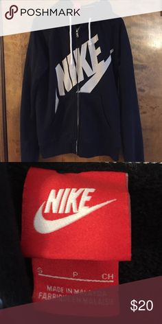 Shop Women's Nike Black White size S Jackets & Coats at a discounted price at Poshmark. Hoodies, Sweatshirts, Fashion Tips, Fashion Design, Fashion Trends, Black Nikes, Nike Jacket, Nike Women, Coats