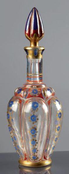 Guerlain «Fol Arôme» - (1912) Rarissime et exceptionnel flacon-carafon modèle «Vinaigrier Ottoman» en verre incolore pressé moulé de section cylindrique, sa panse bulbeuse polylobée, haut col cheminée,… - Lombrail-Teucquam - 03/12/2012