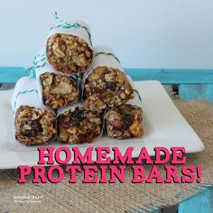 protein bars homemade granola nut fruit raisin dates squares meal replacement power energy honey Protein Puck Recipe, Protein Bar Recipes, Protein Snacks, Healthy Snacks, Healthy Eating, Healthy Cooking, Healthy Life, Low Carb Protein Bars, Protein Bites