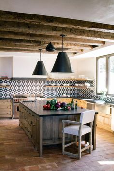 When I saw this kitchen remodel by Emily Henderson I fell in love ...