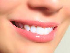 Todos sabemos que una sonrisa blanca resalta de entre todas las demas, y dsi quieres que la tuya lo haga, debes seguir estos consejos.