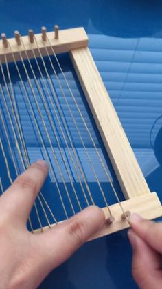 How to Weave a Mini Tapestry loom videos Weaving Loom Diy, Weaving Art, Weaving Patterns, Tapestry Weaving, Hand Weaving, Yarn Crafts, Diy And Crafts, Weaving Wall Hanging, Weaving Projects