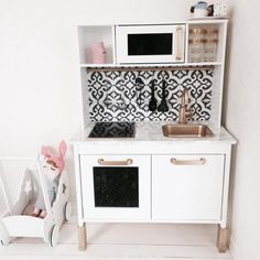 DIY Ikea kitchen with backsplash tiles