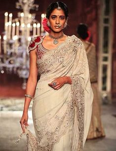 Looking for stylish designer sarees? Check out this vast collection of the latest designer saree trends. From Abu Jani to Anita Dongre and Manish Malhotra to Sabyasachi, this page has all kinds of designer saree images for weddings & parties. Choli Blouse Design, Saree Blouse Neck Designs, Choli Designs, Bridal Blouse Designs, Neckline Designs, Latest Saree Blouse, Stylish Blouse Design, Latest Designer Sarees, Saree Trends