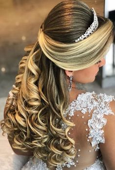 When thinking about wedding hair styles, keep in mind how your hair personally reacts to Spring and Summer conditions; Hairdo Wedding, Long Hair Wedding Styles, Wedding Hairstyles For Long Hair, Bride Hairstyles, Long Hair Styles, Hairstyles Haircuts, Quince Hairstyles, Spring Hairstyles, Pagent Hair