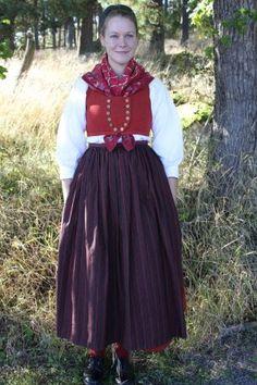 Häverö kvinnodräkt. Uppland Folkdräkt Folk Costume, Costume Dress, Costumes, White Apron, Textiles, Daily Dress, Folk Fashion, Traditional Outfits, Vintage Outfits