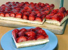 Erdbeerschnitten Rezept: Erdbeerschnitten vom Blech mit einer einfachen Buttercreme