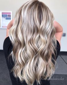 "185 Likes, 7 Comments - Michigan Balayage | BL❄️NDE (@catherinelovescolor) on Instagram: ""Cookie Dough . Painted with my favorite @oligopro blacklight clay with @olaplex . . I painted in…"""