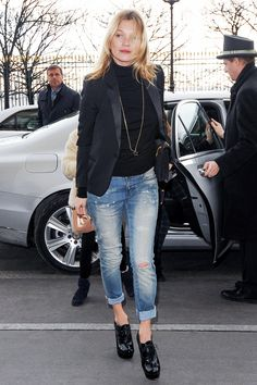 For a minimal look, wear a turtleneck with your distressed denim and lace-up black booties like Kate Moss // #Denim