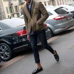 A quilted jacket is versatile, you can wear it with a suit as well as with jeans and a casual shirt.